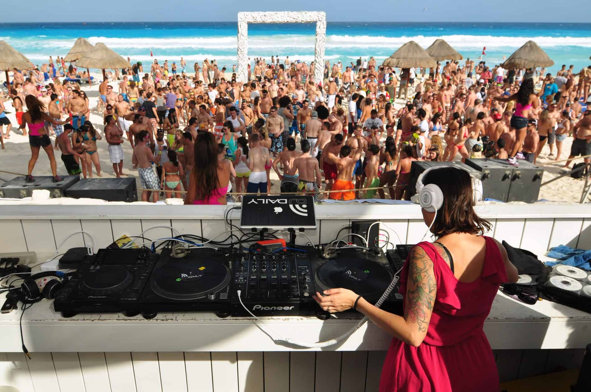 Grand Oasis Resort Cancun beach party holiday